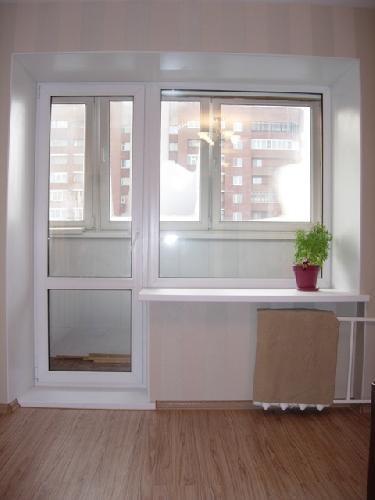 Пластиковые окна с балконной дверью посередине цены..